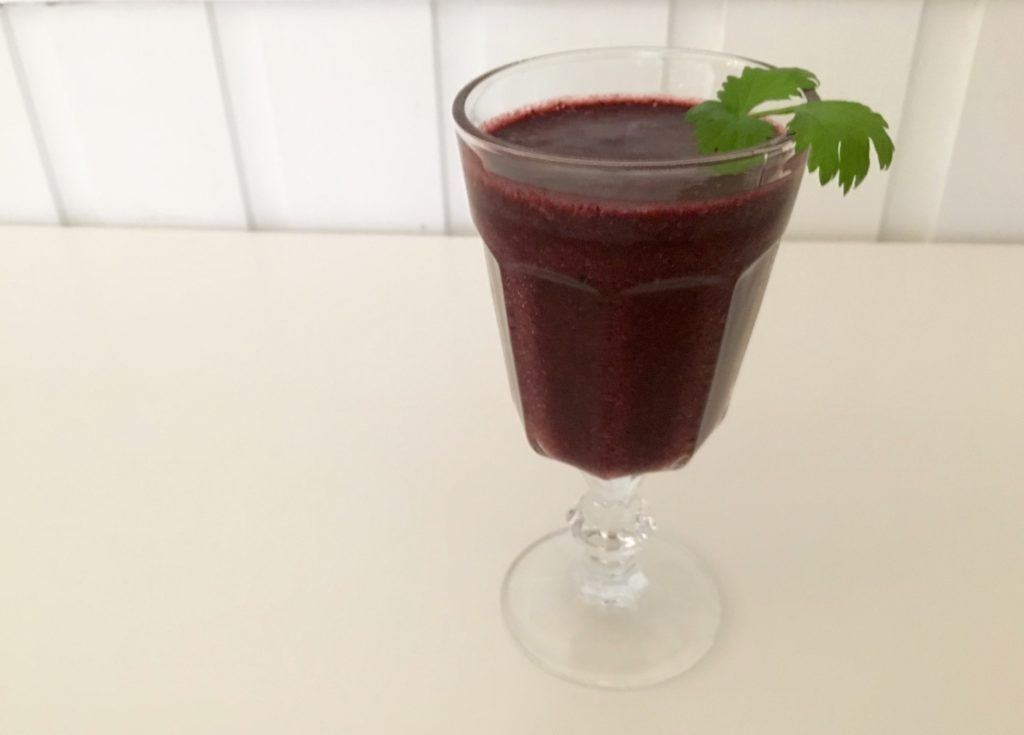 Et glass med en fristende smoothie for god helse.